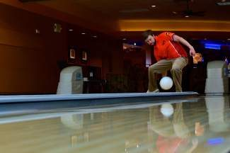 Mark Vetter broke the world record for between-the-legs bowling Tuesday at Eagle's Back Bowl. Vetter rolled a 280, eclipsing the former world record of 224.