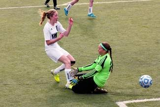 Vail Mountain School's Sydney Sappenfield (8) shoots and scores against Aspen on Tuesday at Bandoni Alumni Field in  East Vail. Sappenfield had the equalizer and Taylor Washing had the game-winning goal as the Gore Rangers beat the Skiers, 2-1.
