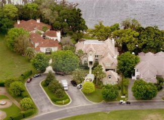 A March 2001 photo shows Tiger Woods' home, center, near Windermere, Fla. Woods was injured in an accident early Friday, Nov. 27, 2009, when his sports utility vehicle struck a fire hydrant and a tree near his Orlando-area mansion in a gated waterfront community. The Florida Highway Patrol said the world's top golfer hit the hydrant and then a tree after pulling out of his driveway in his 2009 Cadillac SUV. (AP Photo/Orlando Sentinel, Roberto Gonzalez) ** LEESBURG OUT  LADY LAKE OUT  TV OUT  MAGS OUT  NO SALES **