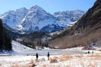 Janet Urquhart / Aspen Times fileThe U.S. Forest Service has concluded the fee it charges visitors to the Maroon Bells near Aspen is legitimate. The fee is collected through the summer and early fall, but by the time ice locks up Maroon Lake, access is free.