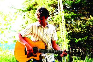 Special to the DailyVail singer-songwriter Kevin Heinz performs in Vail Friday afternoon.