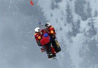 United States' Lindsey Vonn is airlifted after crashing during the women's super-G course, at the Alpine skiing world championships in Schladming, Austria, Tuesday, Feb.5, 2013. Lindsey Vonn has been helicoptered to hospital from the Alpine skiing world championships after crashing and apparently hurting her right knee in the super-G race. (AP Photo/Luca Bruno)