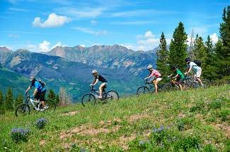 On Vail Mountain, advanced riders can choose more technical trails, while intermediate and beginner riders can take the gondola and enjoy meandering, fun singletrack.