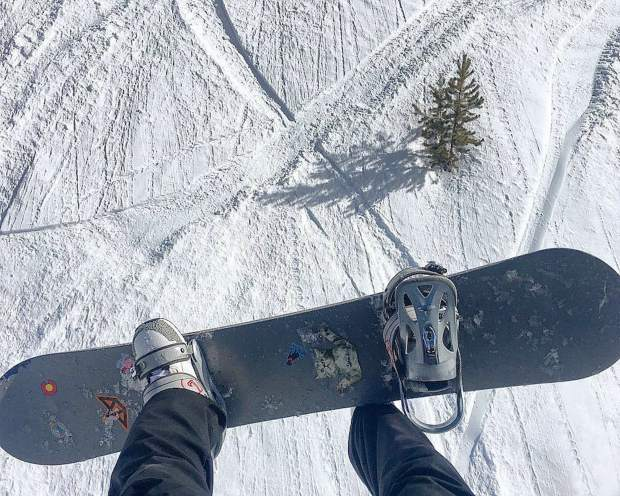@talum_knox: I may have thrift store boots and a hand me down board and bindings, but I assure you I'm just as blessed as all these rich folk. Where I come from, we make do with what we got. I'm perfectly fine with that. #VailLive