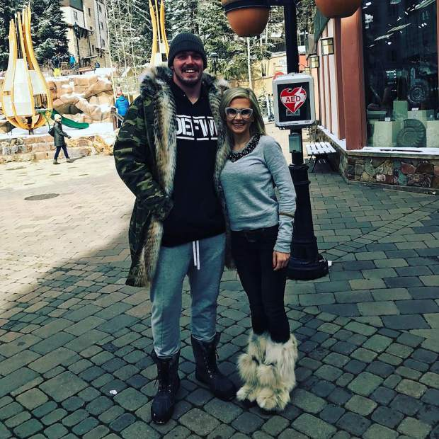 @marinaliubarova: With the Wolf, it made my day! Happy birthday! Thank you so much for the picture, @derekwolfe_95! Go Broncos! #VailLive
