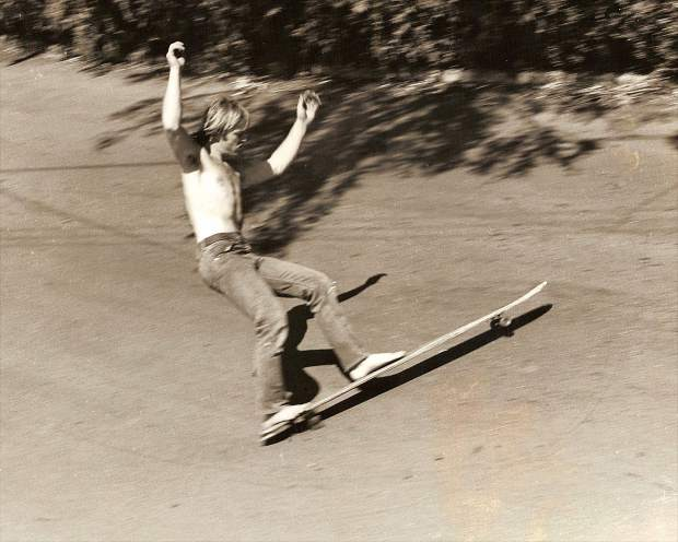An athlete, inventor and entrepreneur, Tom Sims became a World Champion skateboarder in 1975, while also claiming the World Snowboarding Championship in 1983.