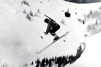 photo -A skiing soldier from the 10th Mountain Division