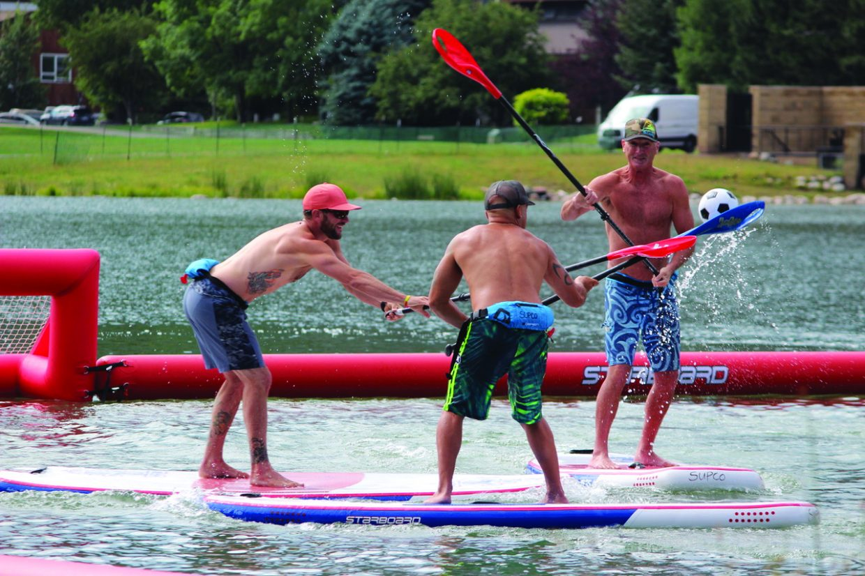 photo-stand up paddle boarding