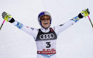 Teammates, family, fans react to Lindsey Vonn's retirement from ski racing
