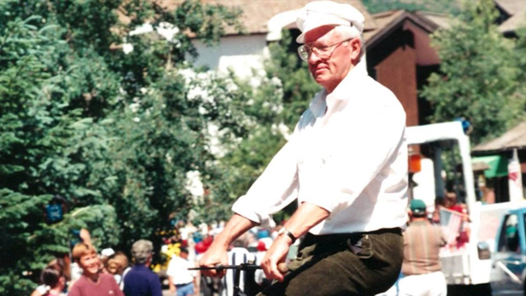 Dick Gustafson was a fixture in local parades and theater productions.