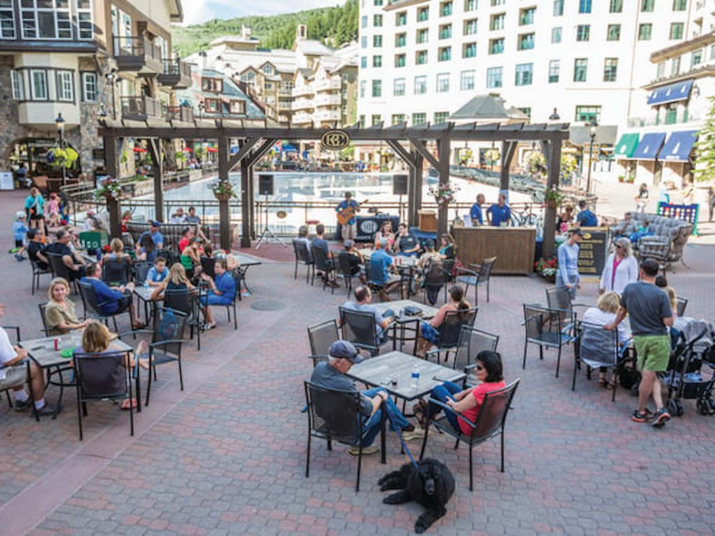 After a day of activities on the mountain, relax with live music and libations at Beaver Creek's Friday Afternoon Club.