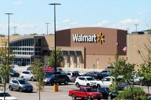Walmart CEO talks about benefits of e-commerce to brick-and-mortar stores