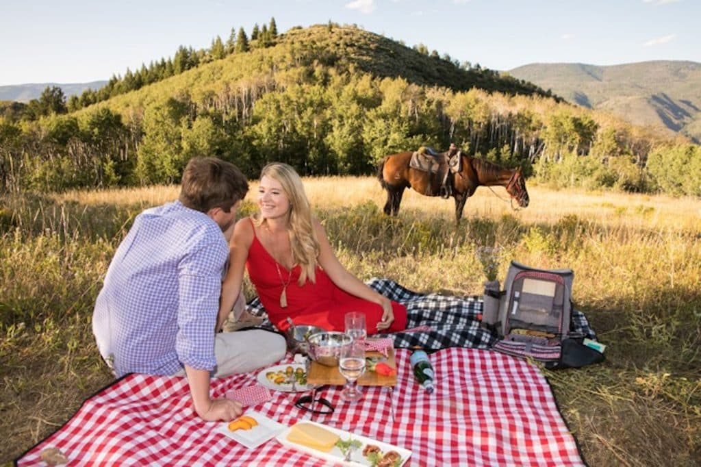 Fleck arranged a sunset horseback ride with Sydney and Sam with a picnic set up at a meadow near Beaver Creek. After the horseback ride, the couple went to Anderson's Cabin in Bachelor Gulch to meet up with family members from Texas for a dessert party.