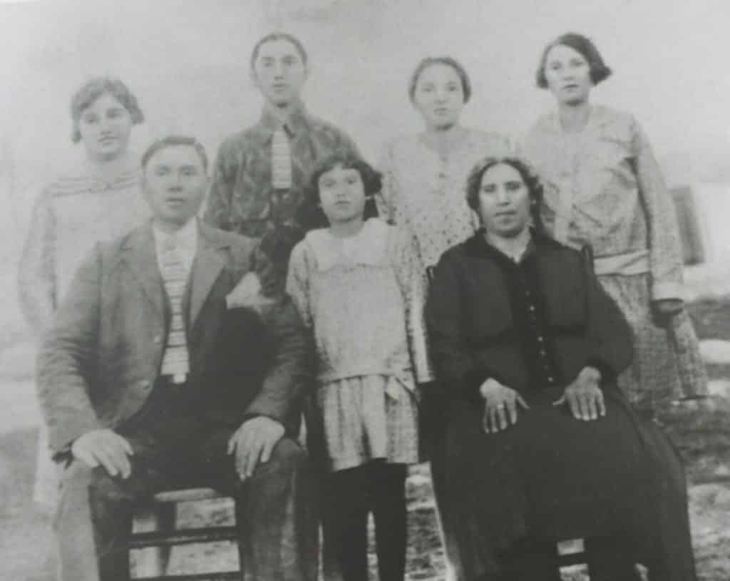 Cordelia as a child with her family. That's her between her parents.