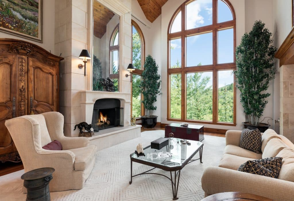 This elegant ski-in/ski-out property at 52 Highlands Lane in Beaver Creek offers a sophisticated retreat.